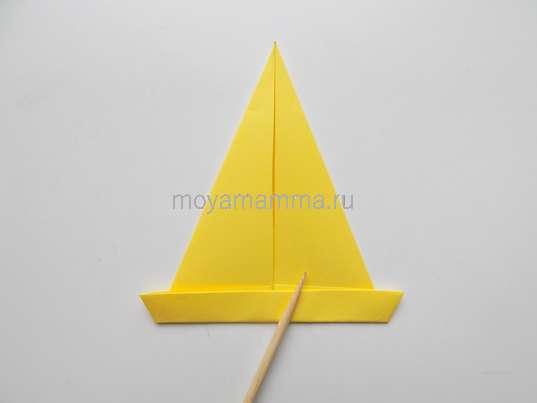Мороженое оригами. Загибание основания треугольника
