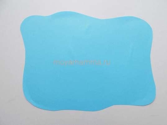 Небо, вырезанное из голубой бумаги.