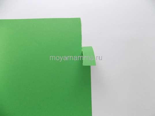 Отрывание полоски от листа бумаги
