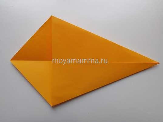 Павлин оригами. Загибание боковых сторон квадрата