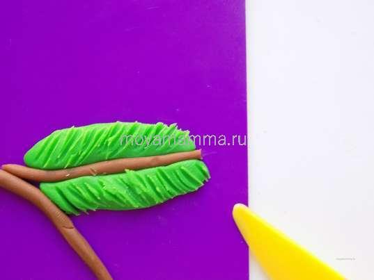 Выполнение штрихов на зеленом пластилине