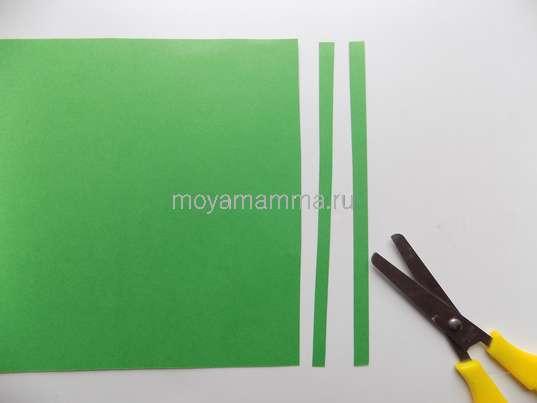 Тонкие полоски из зеленой бумаги