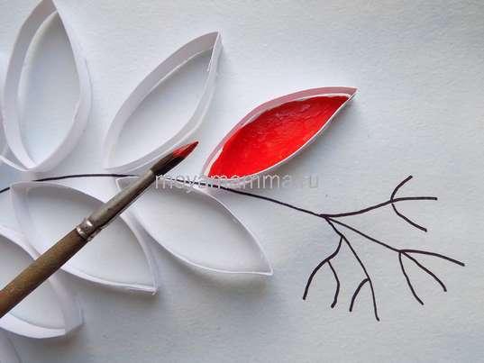Осенние поделки. Раскрашивание красной гуашью листочка