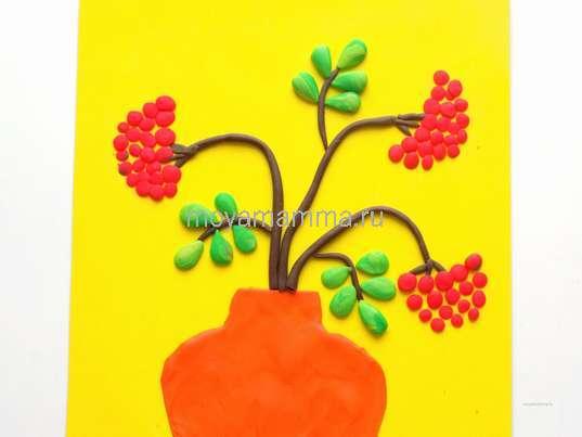 Осенние поделки. Прикрепление ягод рябины