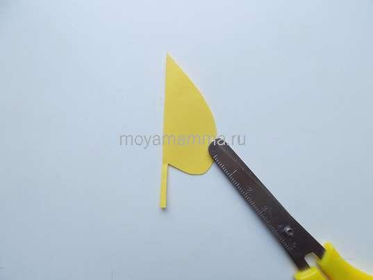 Изготовление листочка из желтой бумаги