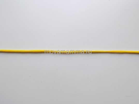 тонкий длинный жгутик из желтого пластилина