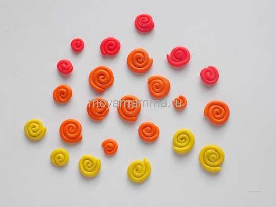 детали из пластилина трех цветов