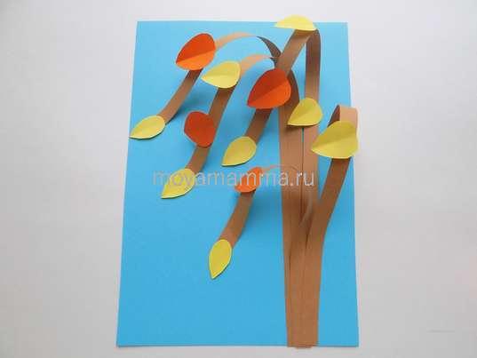Приклеивание листочков из оранжевой бумаги